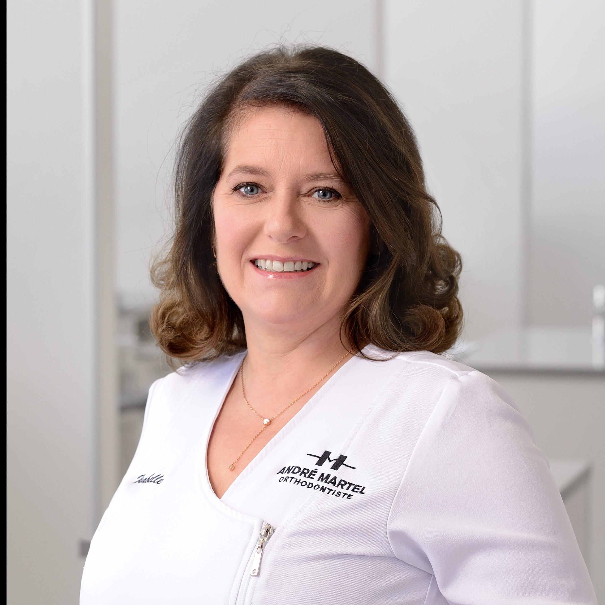 Isabelle Blackburn, Hygiéniste dentaire