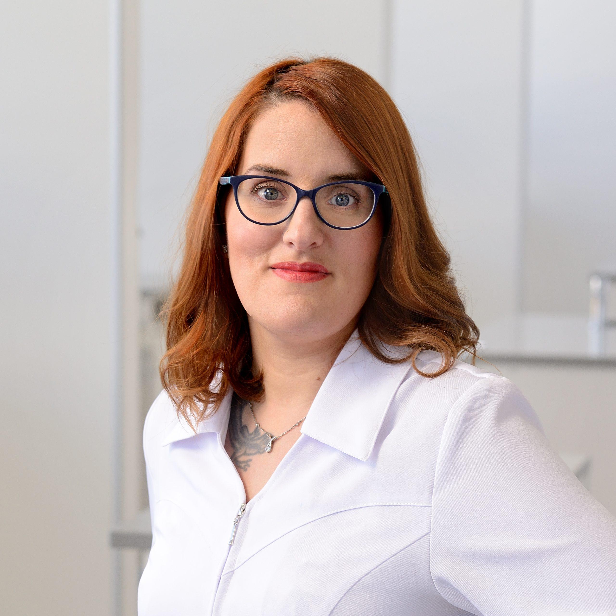 Aimée Larouche-Brisson, Assistante dentaire