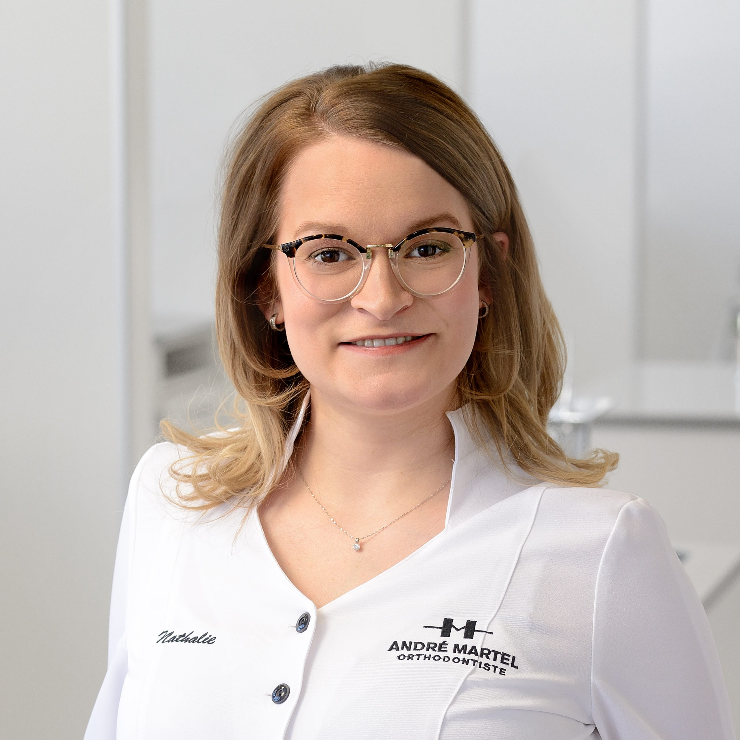 Lydia Laforge, Assistante dentaire